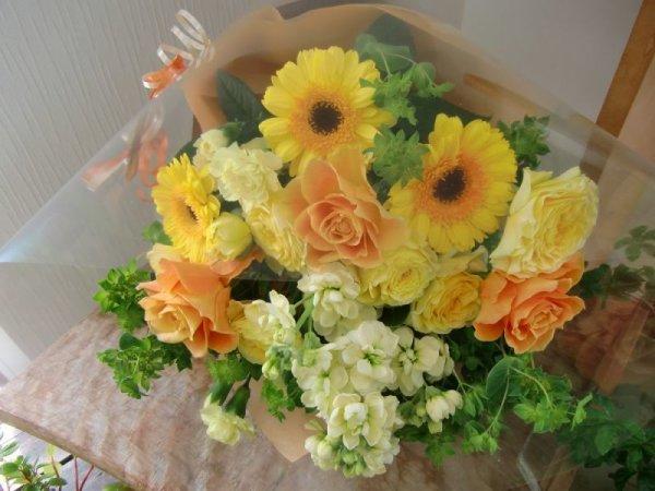 画像1: 季節のお花で・おすすめ花束30 (1)
