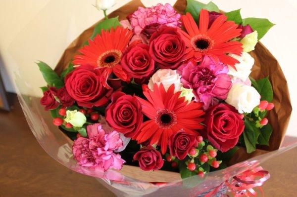 画像1: 季節のお花で・おすすめ花束50 (1)
